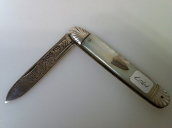 1907 Victorian Mother of Pearl Silver bladed folding knife.