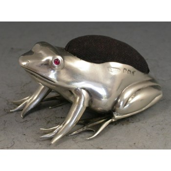 EDWARDIAN NOVELTY SILVER FROG PIN CUSHION ADIE & LOVEKIN, BIRMINGHAM 1907