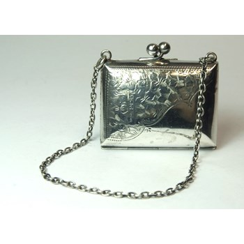 Stunning Edwardian Solid Silver Purse with Green Shot Silk Lining.  Birmingham 1909