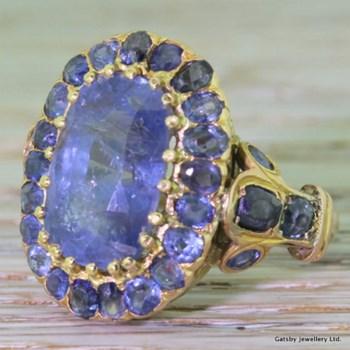 Georgian 11.00 Carat Sapphire Cluster Ring, circa 1820