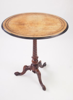 Antique Victorian Walnut Occasional Table / Lamp Table