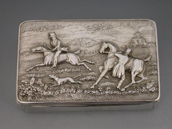 VICTORIAN SILVER HUNTING SCENE SNUFF BOX.LONDON 1863